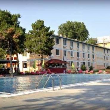 Hotel Q - LITORALUL PENTRU TOTI